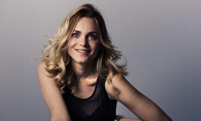 Liv Mjönes og andre stærke navne i Viaplays internationale thriller 'The Holiday'