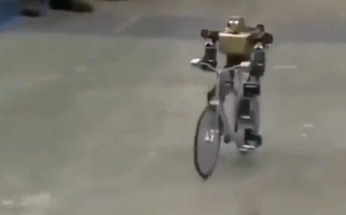 Robot kører på cykel